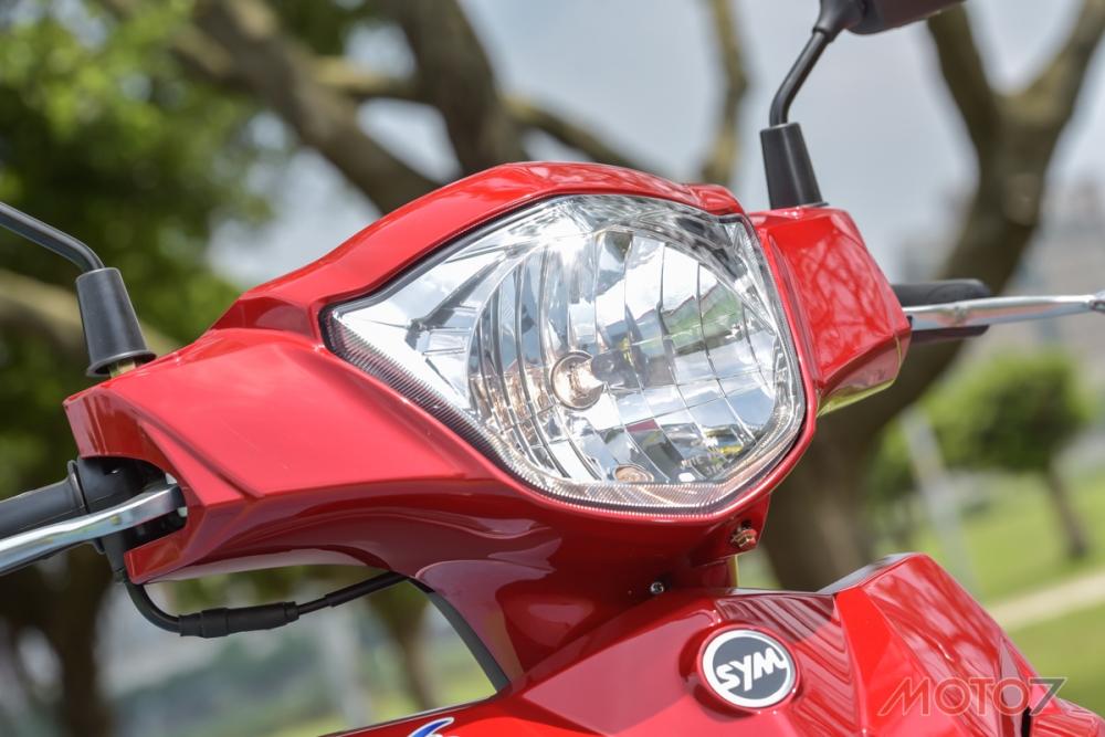 大面積的反射面讓光型更加完善,提供充足的照明性能。