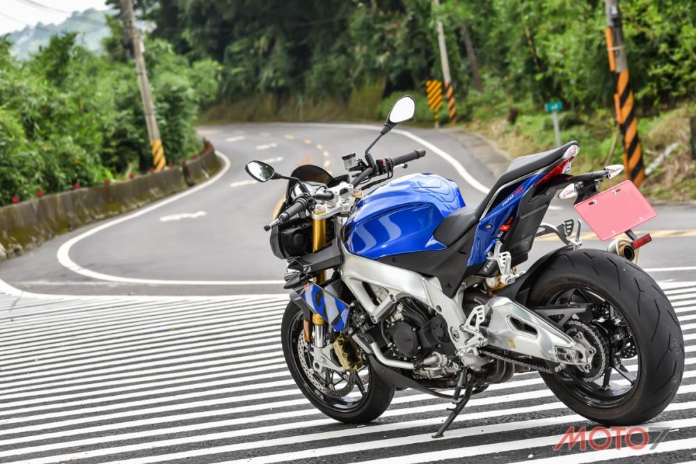 Tuono V4 1100 RR增加排氣量讓動力曲線更寬廣。