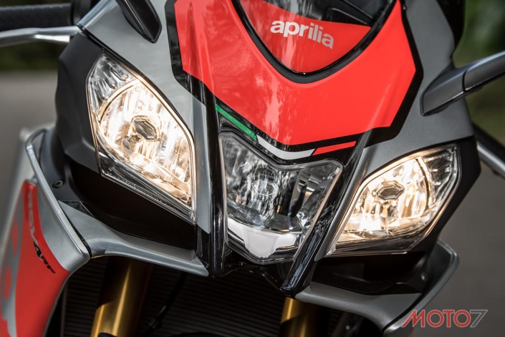 三頭燈的設計一直以來都是RSV4的招牌特色。