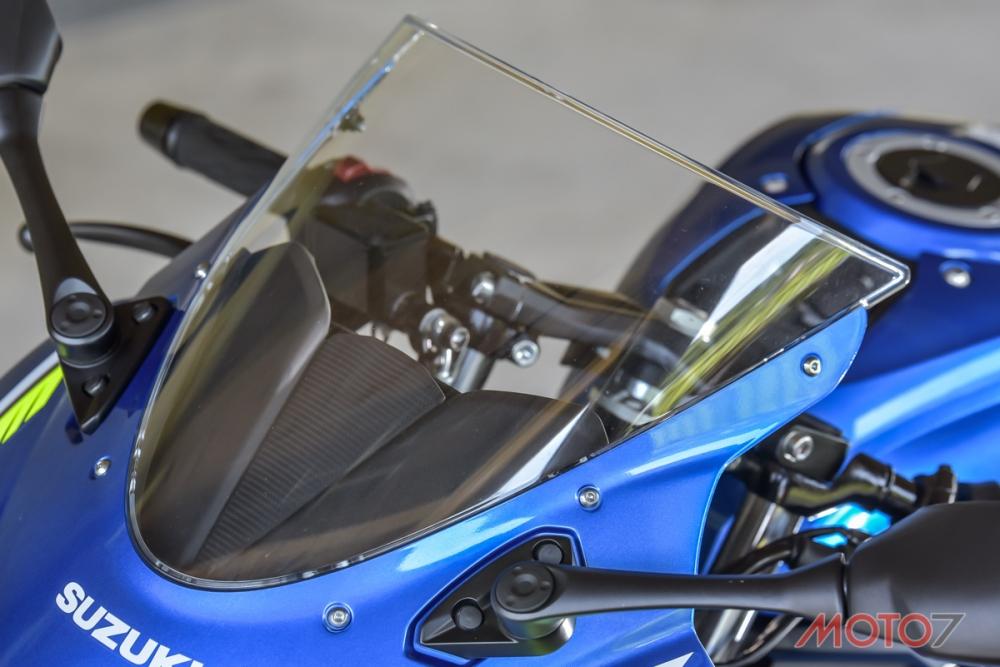 GSX-R150有著跑格必備的短風鏡。