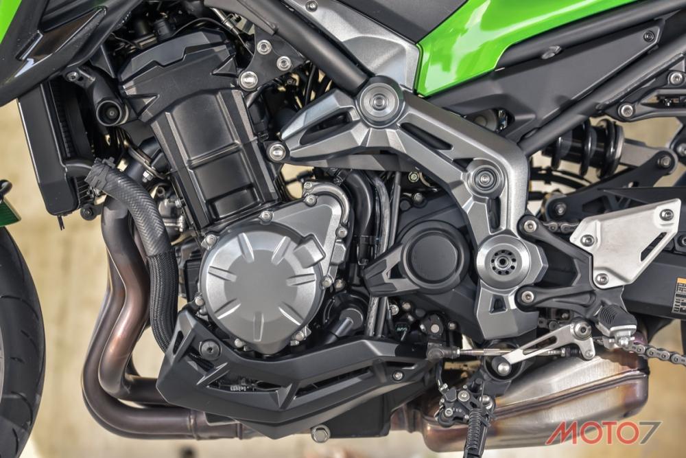 Z900的引擎經過輕量化改良後,使得動力輸出更加順暢。