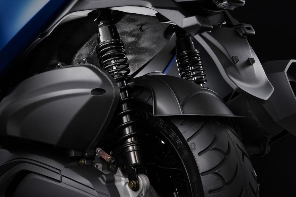硬朗的後懸吊在高速行駛時提供優良的支撐性。