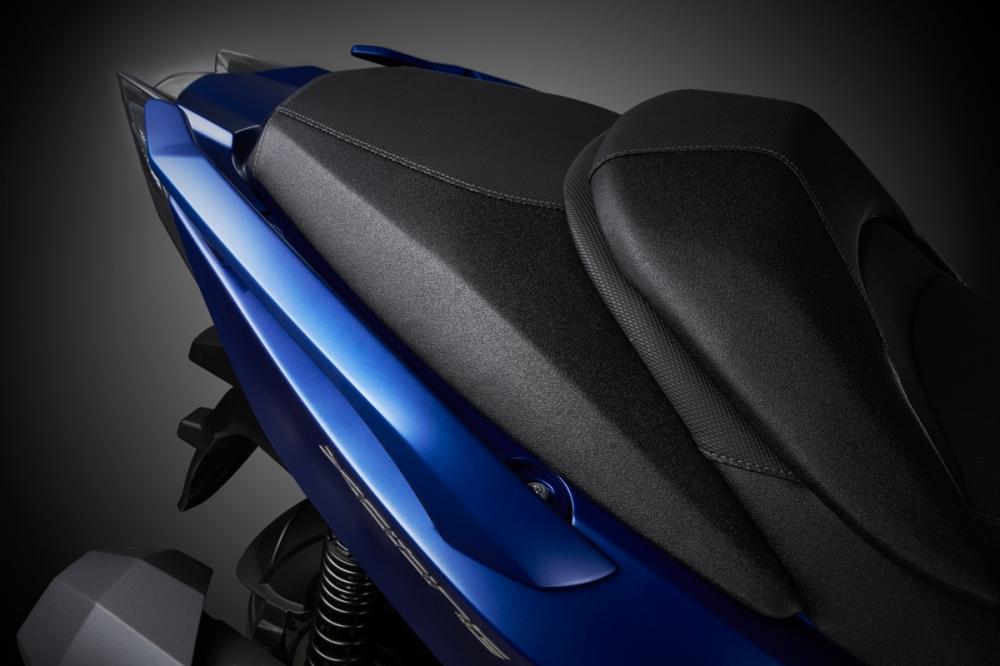 上翹的車尾造型,讓車輛視覺感更加俐落。