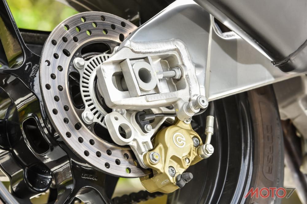 三段可調,還具備防止翹後輪的Bosch 9MP ABS