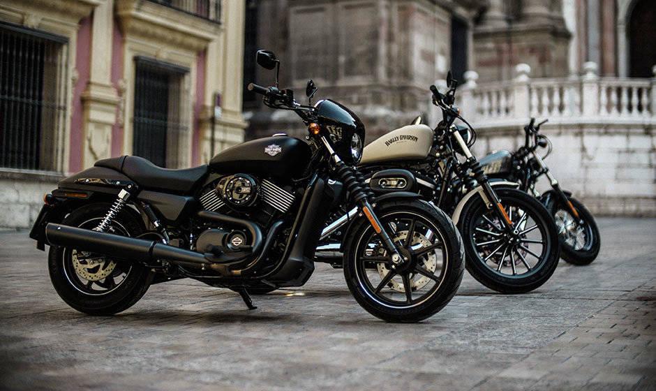 STREET 750外型上都是簡約、暗黑、不羈的風格,貫徹了Dark Custom暗黑王者定制的態度。