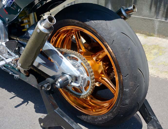 前後輪框改為06年YZF-R6輪框並電鍍處理
