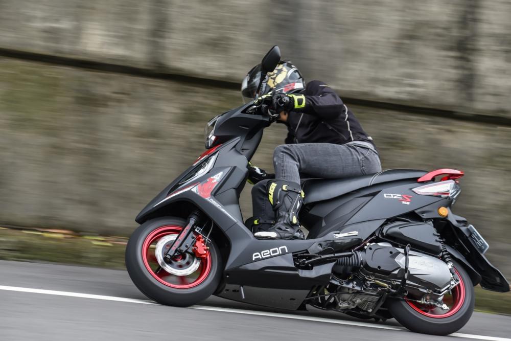 12吋輪框賦予OZS 150 相當優秀的運動表現。