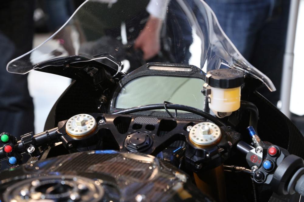 搭載競賽用人機介面。
