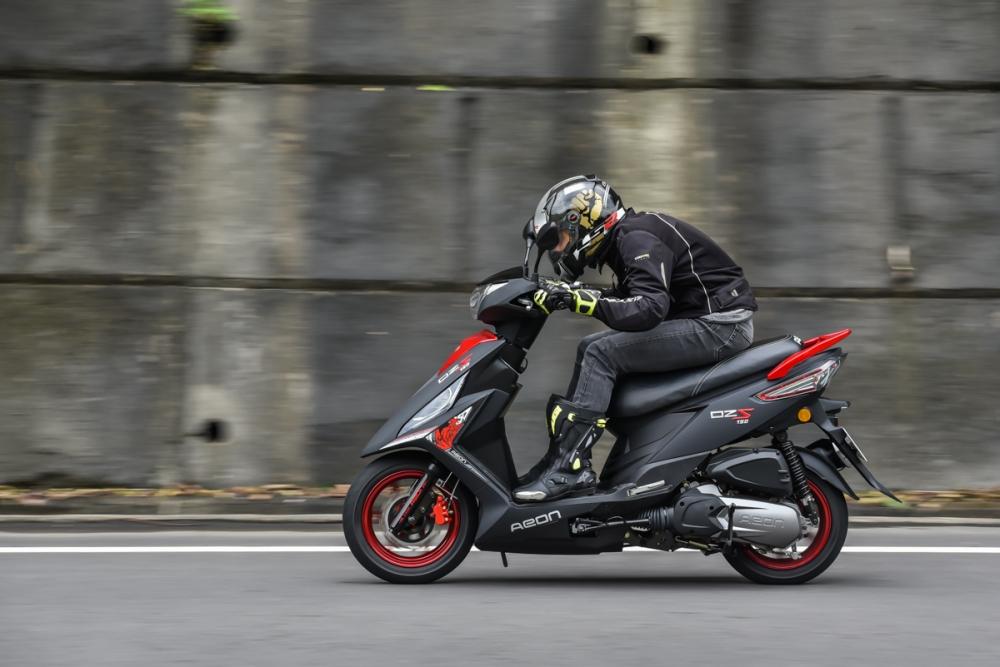 150cc 的動力延綿不絕的從後輪傳遞。