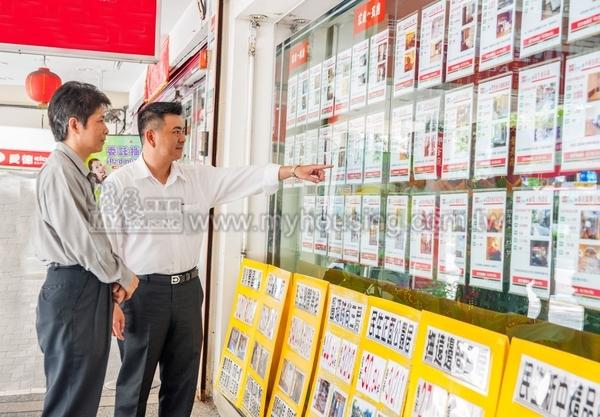 不動產買賣成立後,房仲可以向買賣雙方索取仲介報酬。示意圖