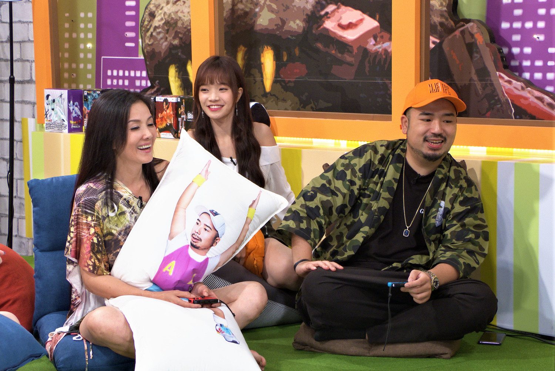 丁國琳首次參加電玩節目玩超嗨,興致盎然。左起:丁國琳、Kittie、阿達。
