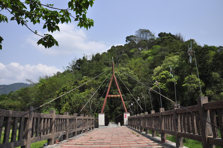 邻近的小埔社桥周六晚上会进行点灯,为小埔社的夜晚点缀一缕光亮。 图:萧沛涵/摄