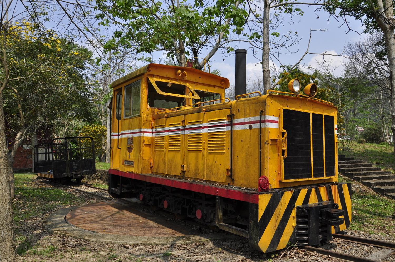 入口旁的火车头地标,小埔社客家文化园区位于南投县埔里镇眉原路1号。 图:萧沛涵/摄
