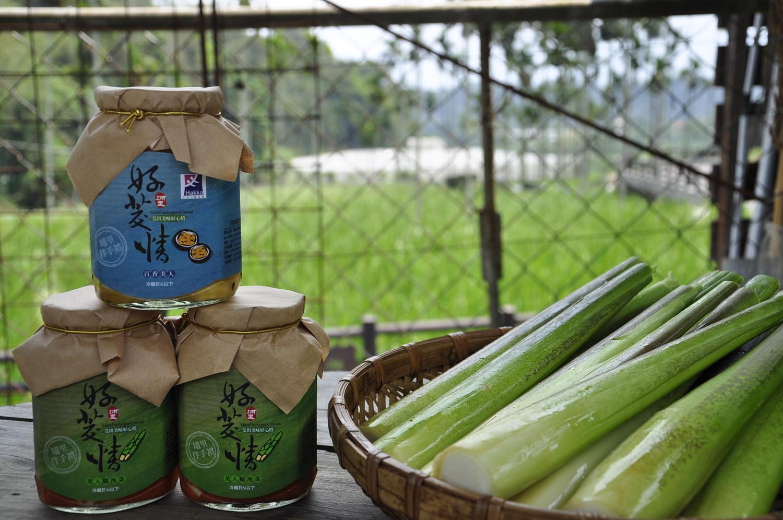 位于一新社区内的吟诗绿曲生态农场,推出的筊白笋泡菜「好筊情」。 图:萧沛涵/摄