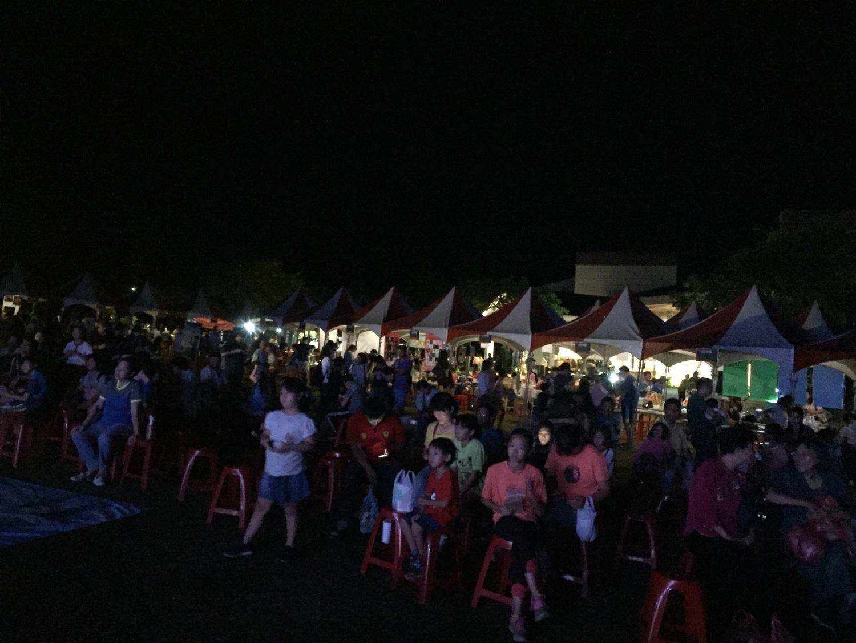 三千餘人在小墾丁渡假村追南十字星與寶瓶座流星雨圖/小墾丁渡假村提供