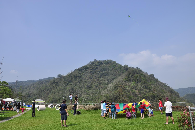 位於新興村北邊的勁晴露營區視野遼闊,氣候宜人,令人倍感放鬆與愜意,是許多露營客的好去處。 圖:蕭沛涵/攝