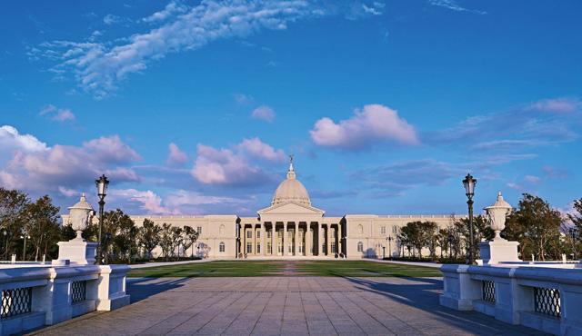 奇美博物馆是台南现今最火红的旅游景点。