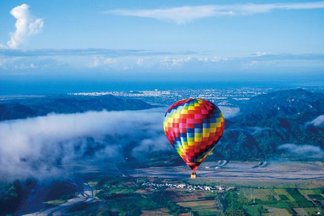 體驗遨遊藍天的飛行滋味。圖片提供/台東縣政府