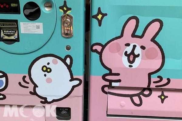 販賣機上印有可愛的兔兔與P助。
