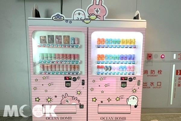 機場捷運台北站的卡娜赫拉自動販賣機。