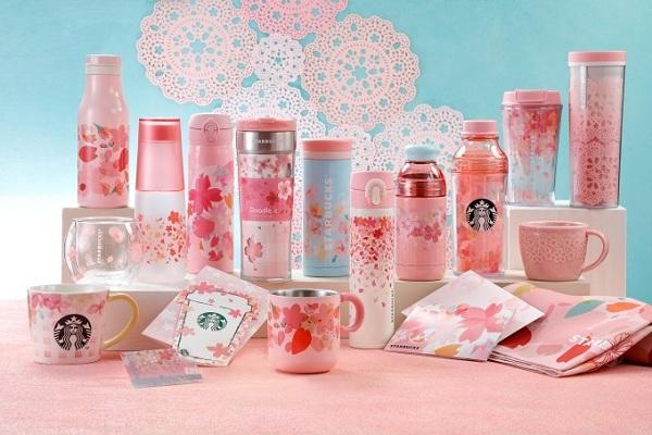 今年日本星巴克再次推出櫻花季系列商品,分為兩種系列,每一樣都讓人愛不釋手,此圖為復古系列「Looking Back」(圖/日本星巴克)