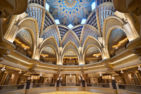 採古典皇宮式建築設計