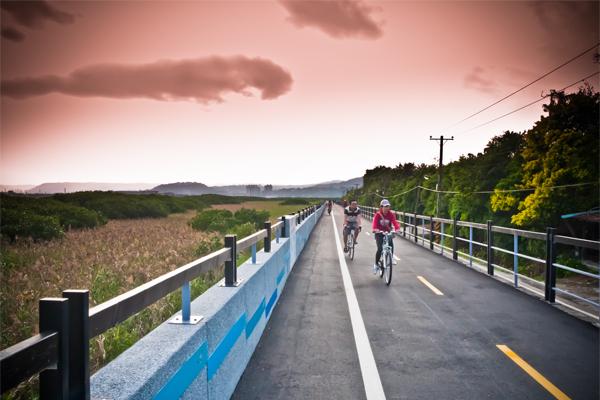 關渡自然公園自行車道。(圖片來源/台北市工務局)