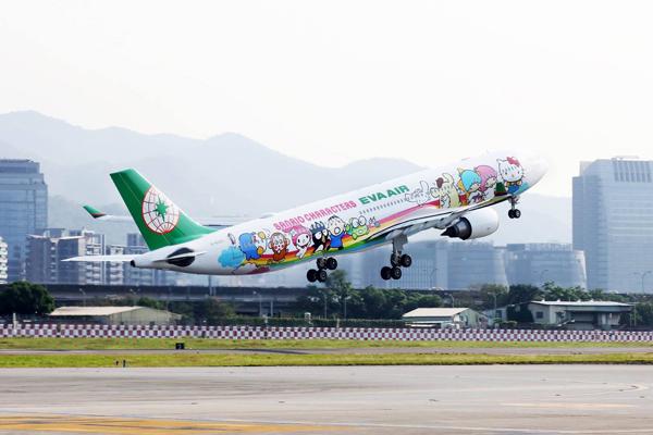 可愛的三麗鷗家族們,陪伴旅客遨遊天邊。(圖/長榮航空)