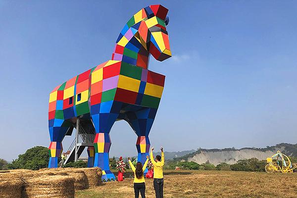 巨型彩虹牧馬 (圖/走馬瀨農場,以下同)