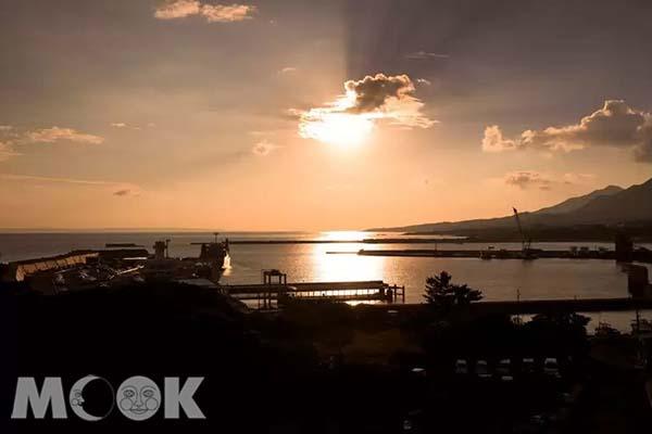 登山後可到沿海而建的屋久島海濱飯店欣賞令人心曠神宜的景觀。