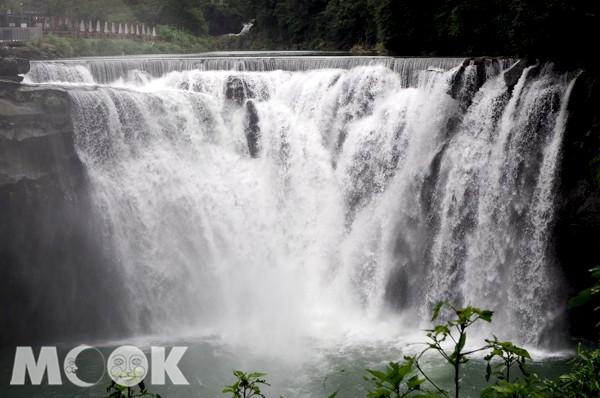 十分瀑布的美讓許多國外觀光客也十分讚歎。(攝影/MOOK景點家張盈盈)