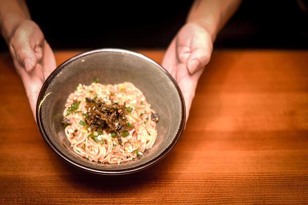 為了呈現最道地的川味麵食與滷菜,老闆遠赴四川拜師學藝,每一道料理都是用心製作且食材天然