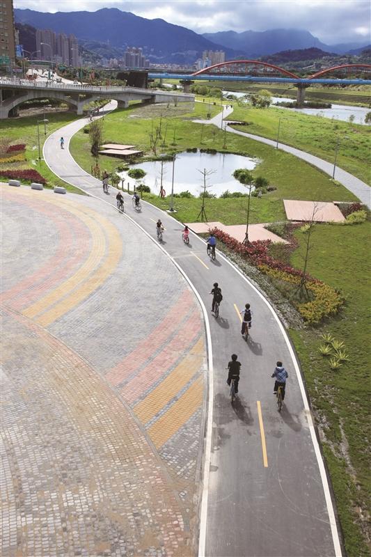 新店溪自行車道。(圖片來源/新北旅客)