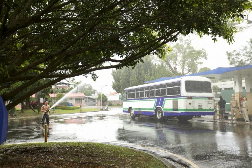 桃園龍潭佳安社區的公車站牌,在劇中化身為男女主角的校園站牌。