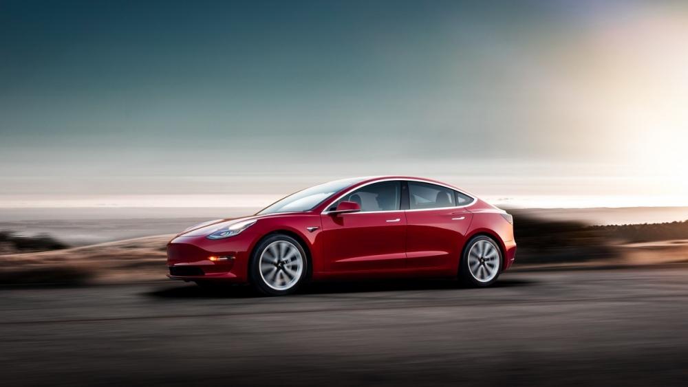 Tesla計劃2019年第一季能達到量產100,000輛Model 3的里程碑。 (圖片來源:https://insideevs.com/standard-battery-tesla-model-3-delivery-4months/)