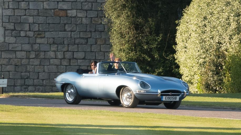 英國皇室世紀婚禮不僅有許多政商名流出席,現場也可見到許多好車,像是史上最美電動車- Jaguar E-Type Zero便現身會場中