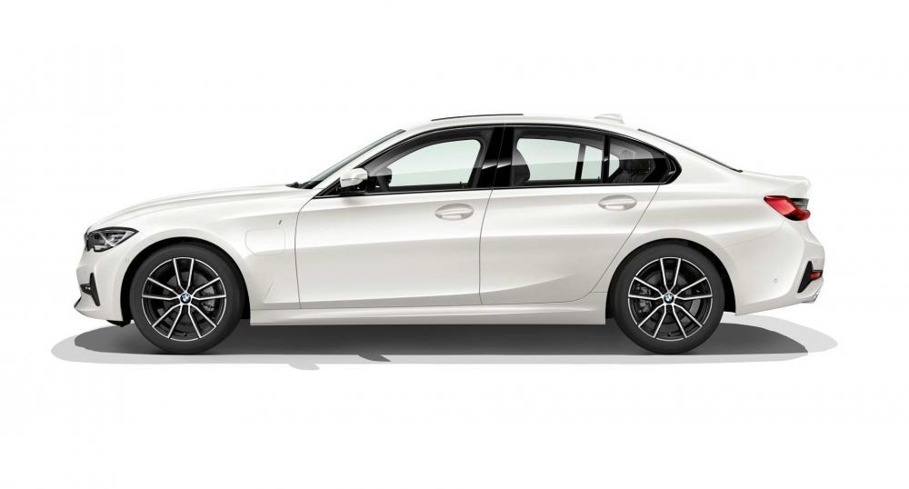 新一代BMW 330e搭載最新BMW eDrive技術,純電動模式下可達到60公里超長續航力,比前一代車型相比,增加1/3里程。(圖片來源:https://insideevs.com/new-bmw-330e-iperformance-next-year/)