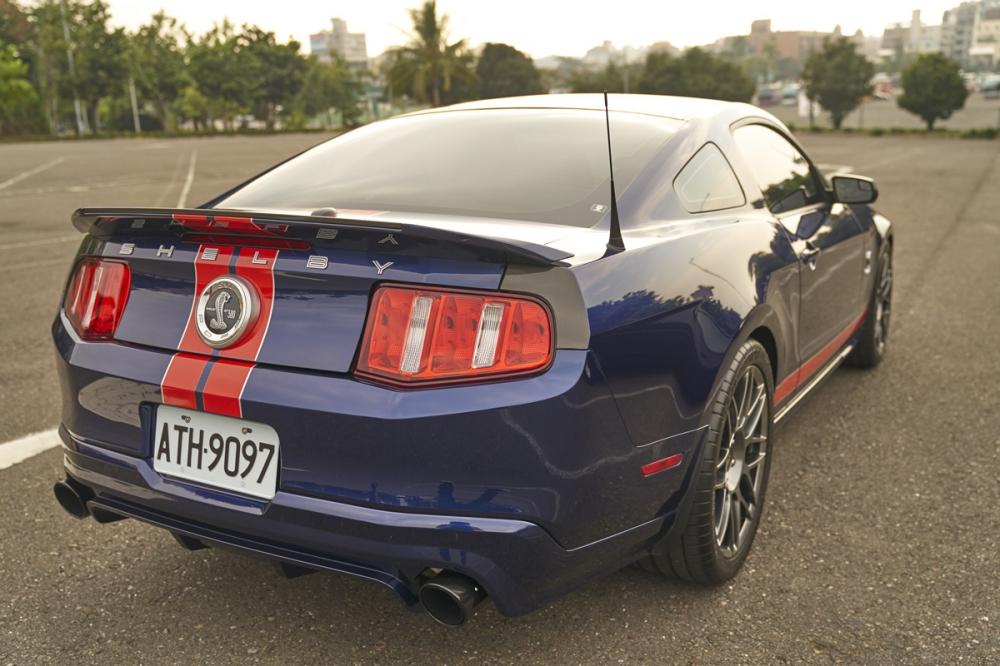 渾厚結實的車尾設計,是美式肌肉車特有的設計元素。