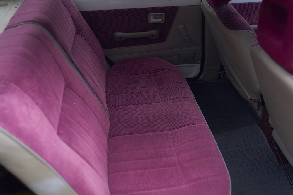車子狀態保護周到,座椅色澤幾近剛上市的模樣