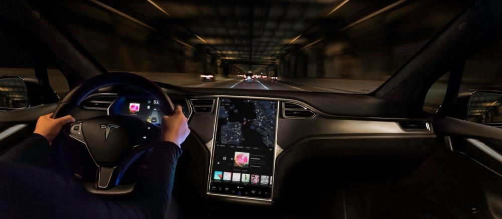 話說回來,Elon Musk之前跳票紀錄實在太多,AI晶究竟能否如期上市,等到明年春天就知道答案了。(圖片來源:https://electrek.co/2017/11/01/tesla-new-autopilot-function-ai-vision-neural-net-next-several-months/)