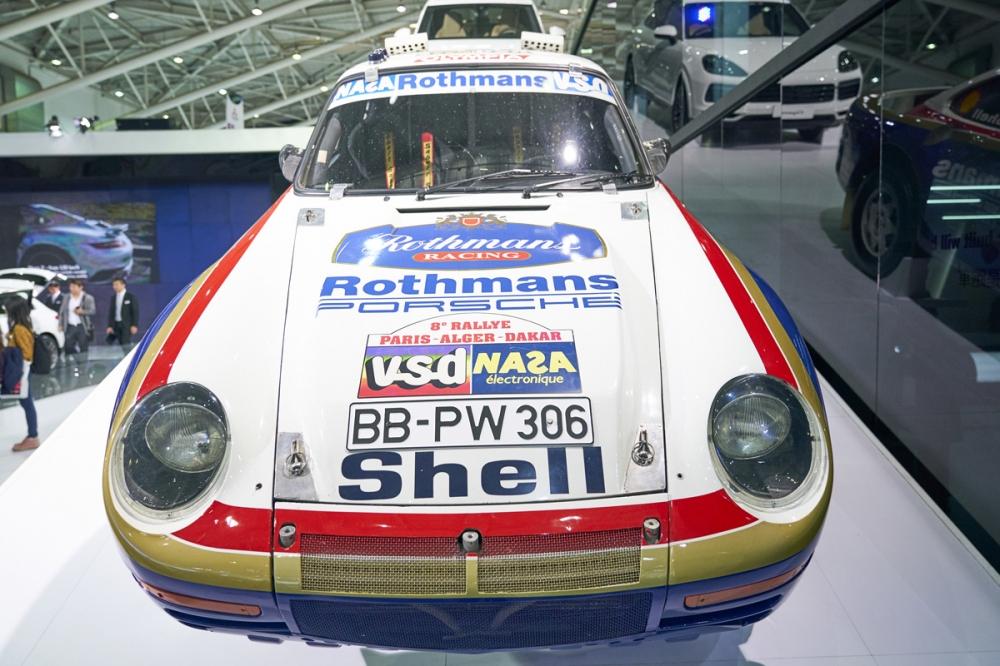 參加巴黎達卡拉力賽的Porsche 959