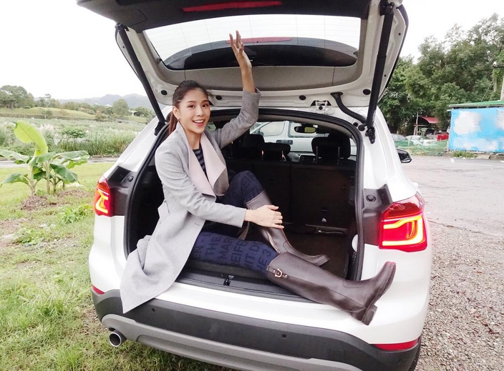 BMW X1不只適合身高較高、腿長較長的駕駛,後方空間也很大。