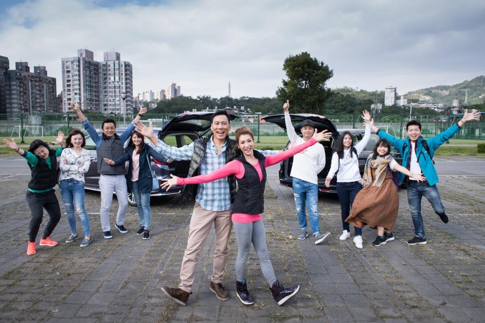 為了讓艾力克斯與李詠嫻更充分的感受2018年式ODYSSEY的進化,Honda Taiwan更一次提供2017年式與2018年式兩台ODYSSEY,夫妻兩人就把握此機會,找來滿滿兩車的好友,一起來個兩天一夜的輕旅行露營遊~