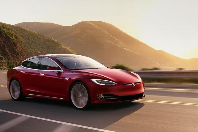 自動駕駛汽車蔚為趨勢,不過一份研究報告指出,美國有73%駕駛人害怕乘坐自動駕駛汽車。(圖片來源:Tesla)