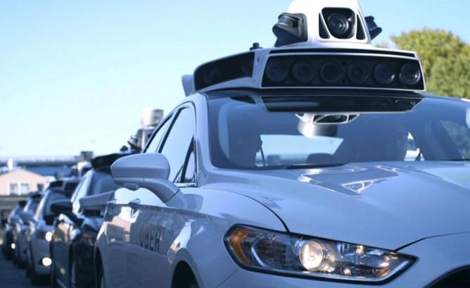 受訪者認為,如果與自動駕駛汽車行駛在同一條路上,甚至行經自動駕駛汽車旁都會讓他們感覺不安全。(圖片來源:http://www.hybridcars.com/mistrust-self-driving-cars-rise-aaa-study/)