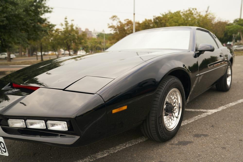 第一代的霹靂車的車身線條修長,比起一般美式肌肉車而言,多了一分優雅的美感。
