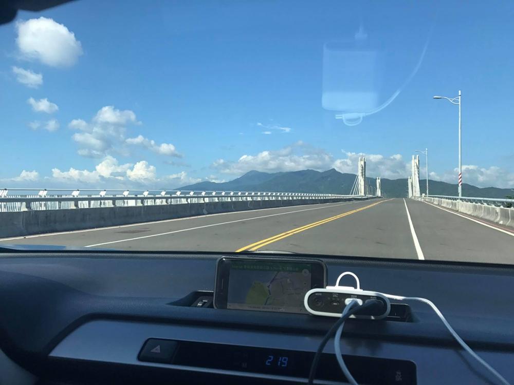 詹乃蓁在粉絲團貼出開車的影片和照片,與粉絲分享。
