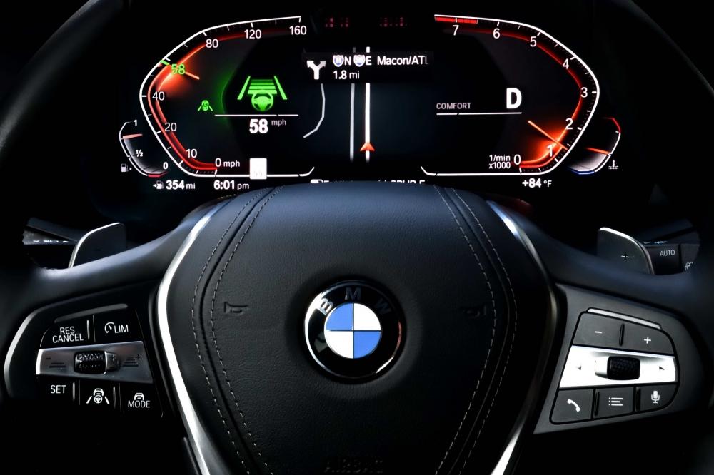 未來感十足的全數位座艙以虛擬方式完整呈現導航資訊、智慧駕駛輔助系統之作動狀態以及行車相關資訊(圖片來源:BMW)