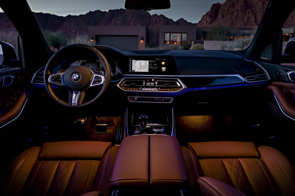 全新世代BMW X5導入全數位虛擬座艙,含原廠中文智能衛星導航系統,整合12.3吋中控觸控大螢幕與12.3吋數位儀表板(圖片來源:BMW)