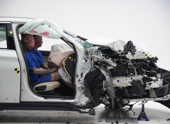 IIHS公布7款SUV副駕駛座撞擊成績,這項測試是當車子以每小時40英里速度下,進行右前方側面碰撞,觀察車體完整度及安全氣囊是否發揮作用